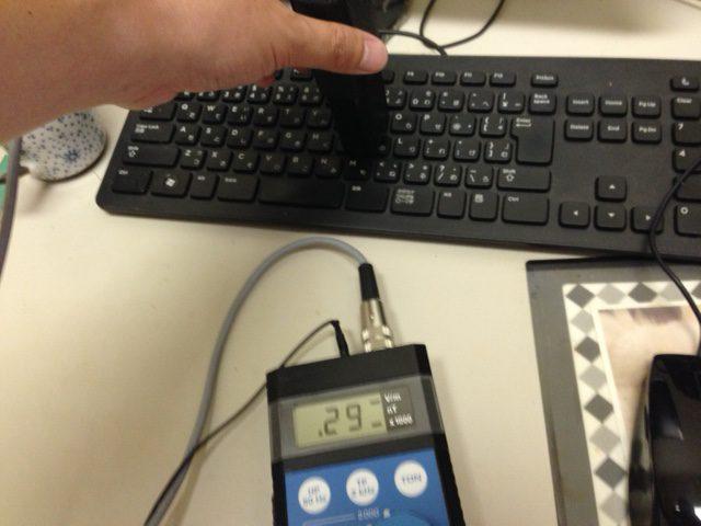 電磁波測定 ガイドライン25v/m以下  計測値290v/m