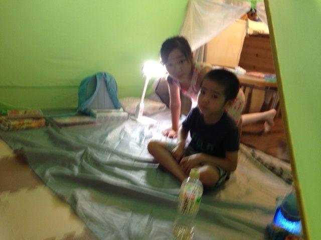 家でテント生活してます。キャンプのイメージ。