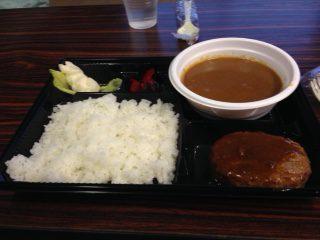 夕食のカレーハンバーグ