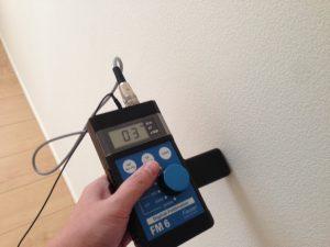 電磁環境性能チェック! 安全基準の25v/mを下回っています!