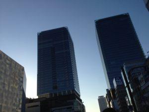 梅田で打合せを終えて空を見上げればキレイな夕暮れでした