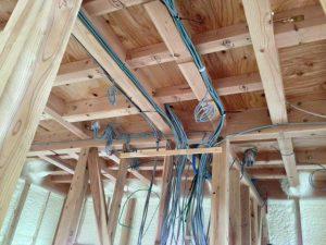 I様邸の屋内配線。これが家電と同じ電磁波を発生させます。