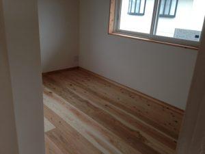 木と漆喰と電磁波対策の家。オールアース住宅。