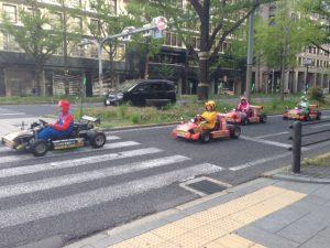 御堂筋を疾走するマリオカート軍団