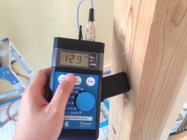 木材に伝搬する電磁波を計測