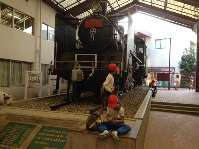 学校にSL機関車 昭和25年からずっと子供たちを見守ってる