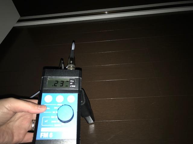 ガイドライン25v/m 測定値230v/m