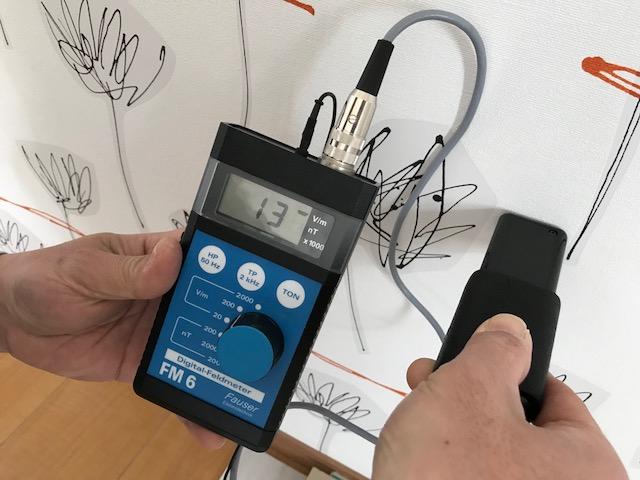 電気配線が発する電磁波を居室内への侵入を抑制