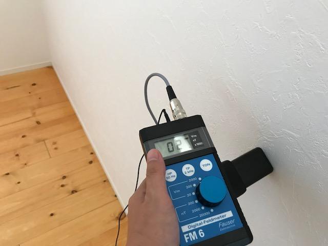 計測値:3v/m 対策を行った壁面