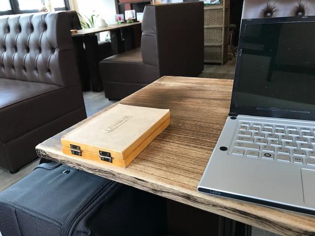 喫茶店で資料制作