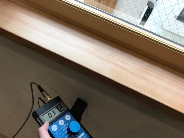 電磁波対策オールアースを施した壁面 測定値:3v/m ガイドライン:25v/m以下