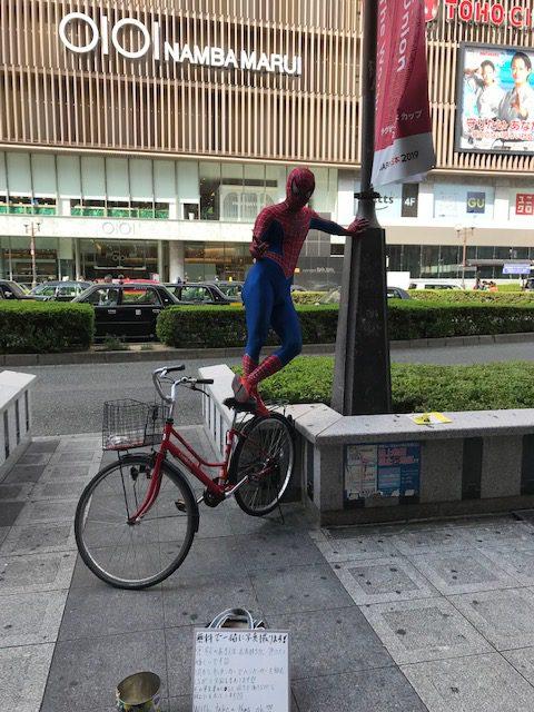 スパイダーマンがお出迎え