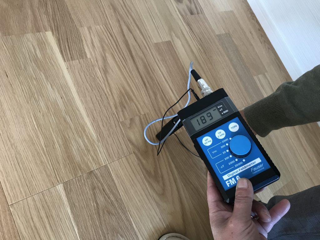 床からの電磁波 189v/m